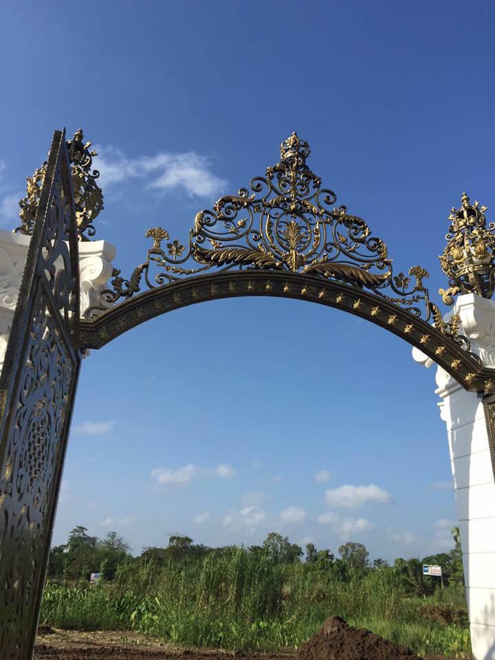 Cánh Cổng Biệt Thự Hoàng Gia