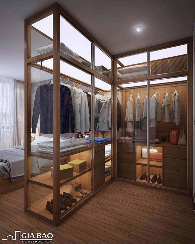 Tủ treo đồ được thiết kế với mặt kính trong suốt dạng chữ L tăng thêm sự sang trọng cho nội thất căn hộ Everrich