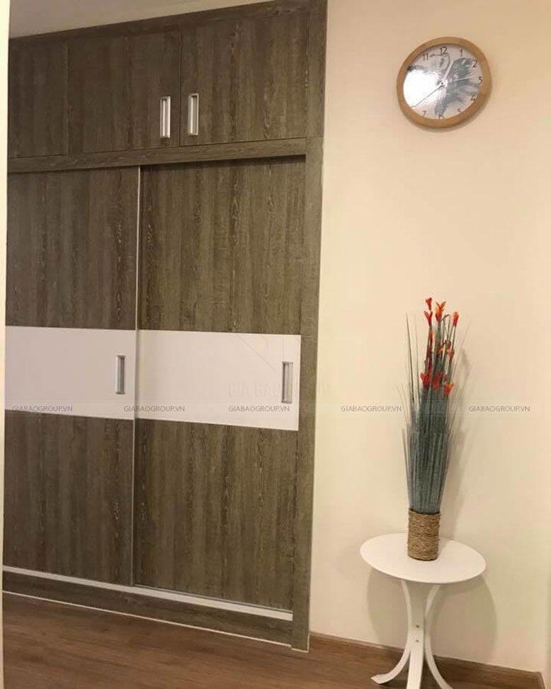 Tủ bằng gỗ tạo cảm giác thanh nhã cho thiết kế nội thất căn hộ Vinhome Tân Cảng Park 7