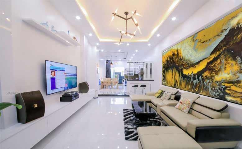 Phòng khách của mẫu nhà phố đẹp 3 tầng