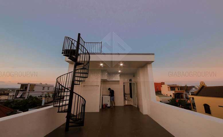 Sân thượng trong thiết kế mẫu nhà phố đẹp 3 tầng
