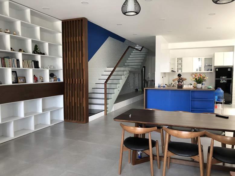 Phòng bếp biệt thự mini 2 tầng bố trí hợp lý