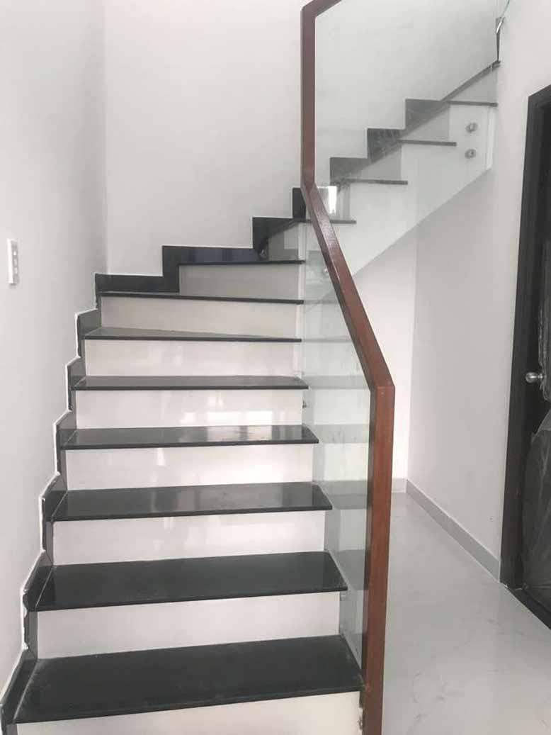 Thiết kế cầu thang biệt thự nhà vườn 2 tầng mái thái