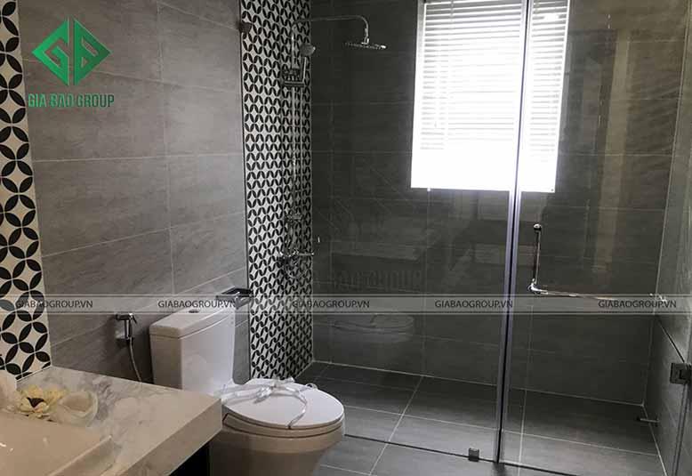 Phòng tắm với họa tiết hoa văn lạ mắt