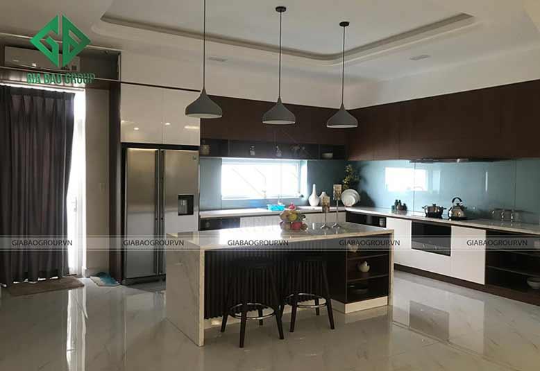 Thiết kế nội thất nhà liền kề Khang Điền với phòng bếp hiện đại trẻ trung