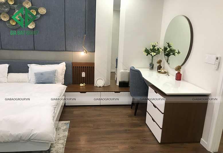 Phòng ngủ bài trí đơn giản, hài hòa trong thiết kế nội thất nhà liền kề