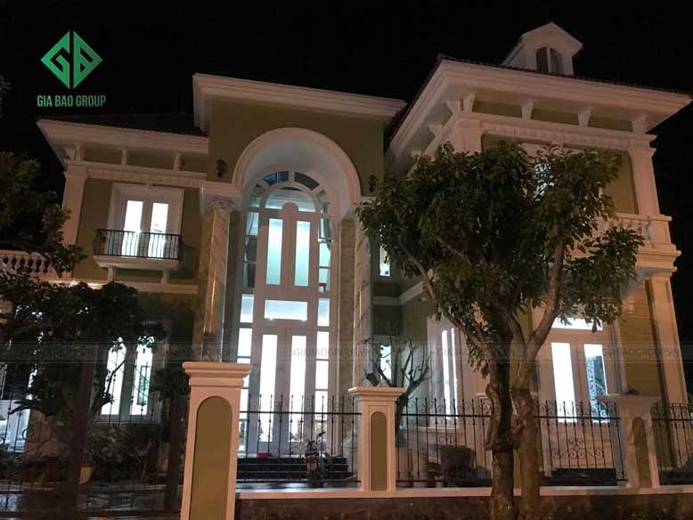 Cảnh tban đêm của biệt thự bán cổ điển
