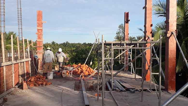 Hình ảnh thi công thực tế biệt thự mái Thái 2 tầng tại Vĩnh Long