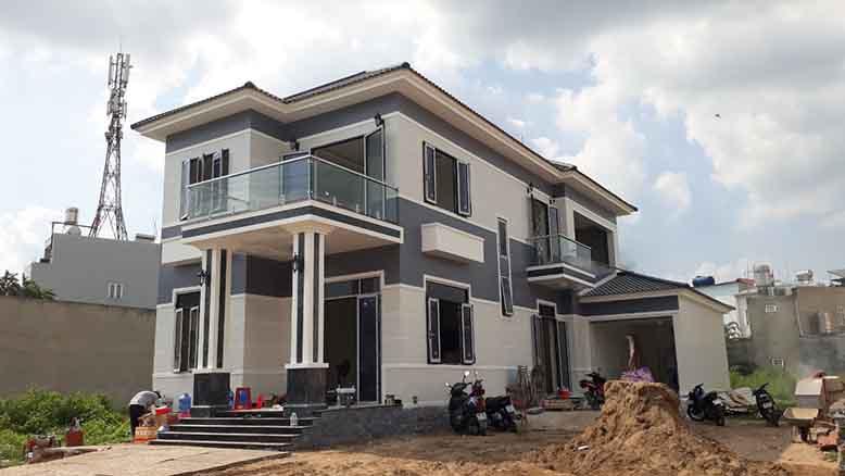 Hình ảnh thi công thực tế biệt thự mái ngói hiện đại 2 tầng