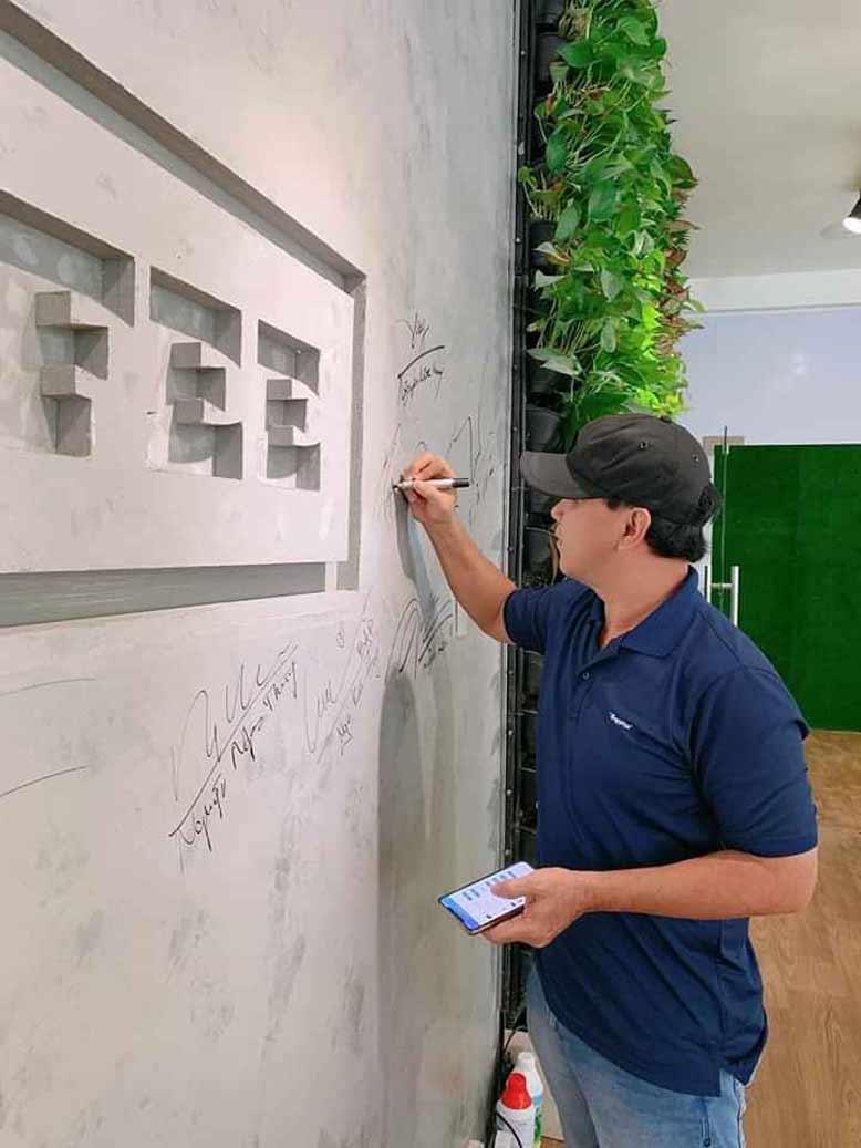 Hình ảnh trải nghiệm thực tế quán cà phê Iced Coffee trong công trình thi công nội thất trọn gói của GIABAOGROUP