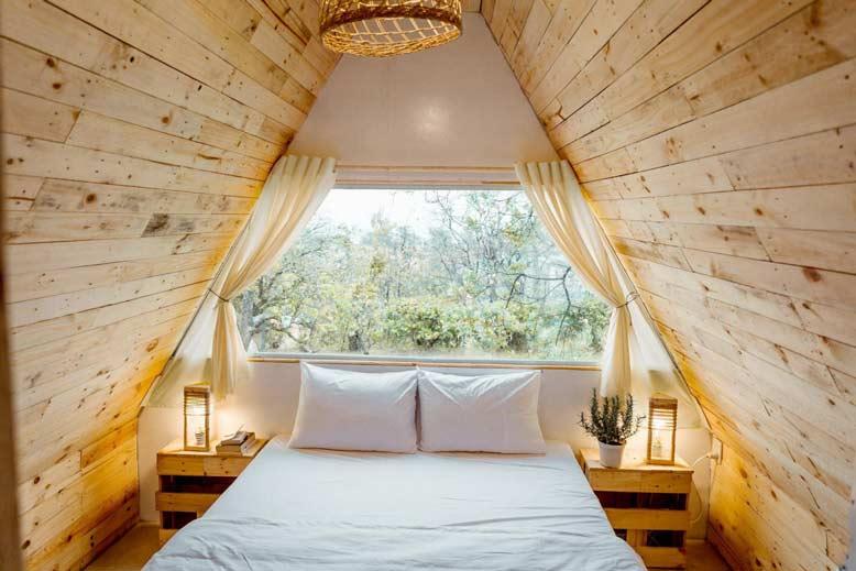 Bungalow được xây dựng từ những vật liệu thân thiện với môi trường như gỗ, tre, nứa,..