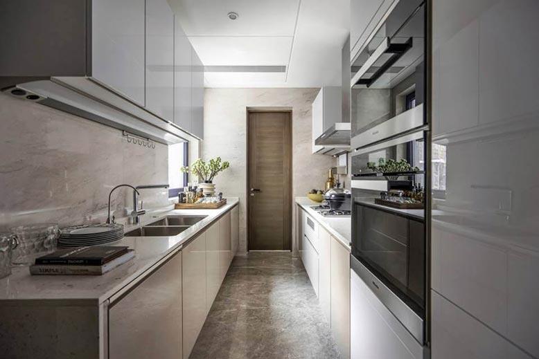 Thiết kế bếp song song cho không gian rộng và có chiều sâu