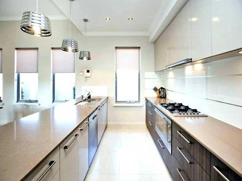 Nội thất bếp đẹp với 1 bên là nơi sơ chế, 1 bên là nơi nấu nướng