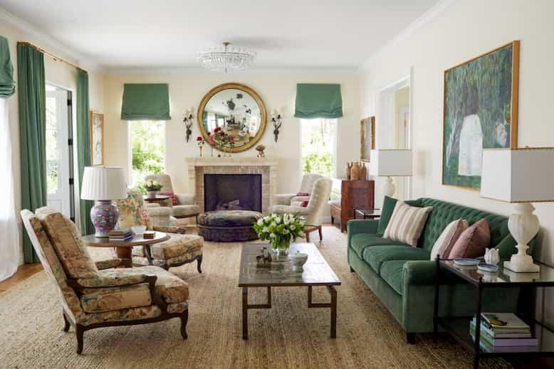Nội thất phòng khách với tông màu xanh và nâu cho biệt thự