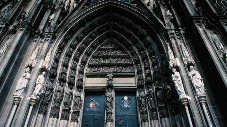 Gothic là gì? Kiến trúc Gothic và ứng dụng trong thiết kế nội thất