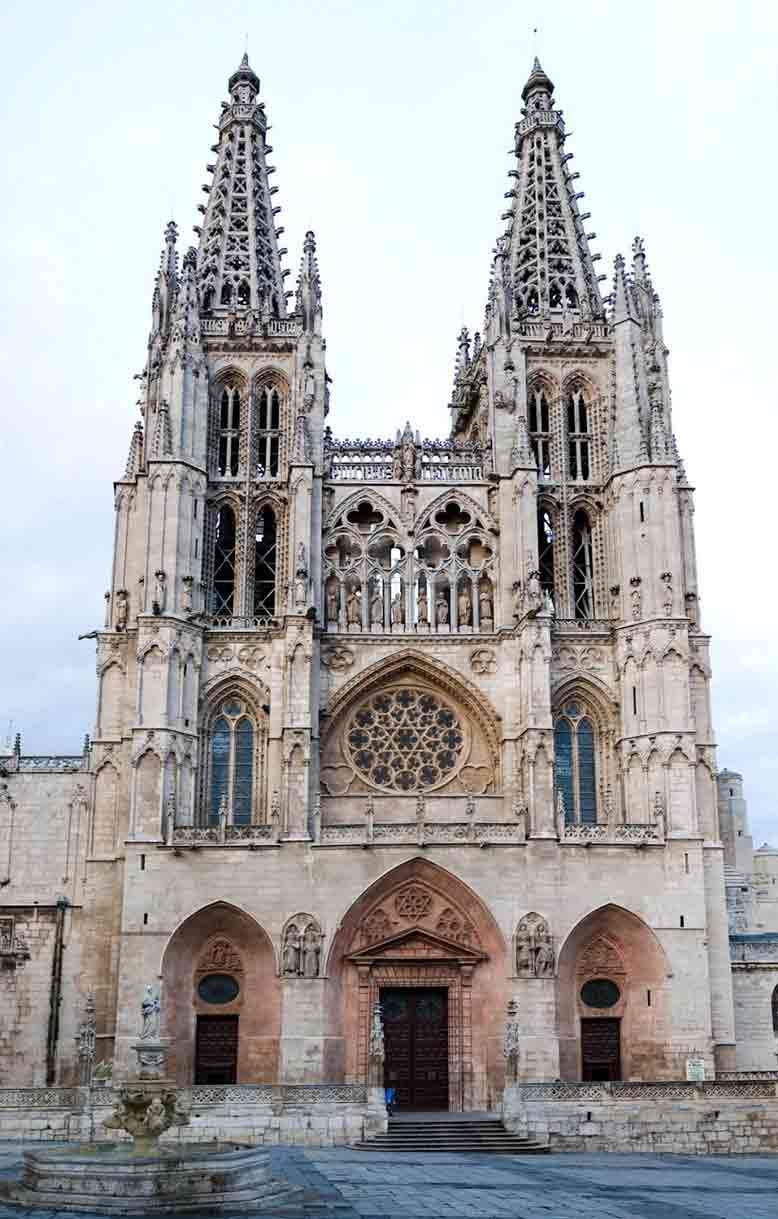 Nhà thờ Burgos đại diện cho nghệ thuật kiến trúc Gothic