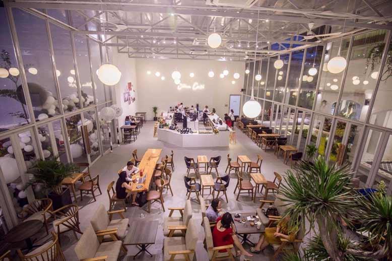 Toàn cảnh khu vực trung tâm Cafe Ollin - quán cafe đẹp ở Sài Gòn
