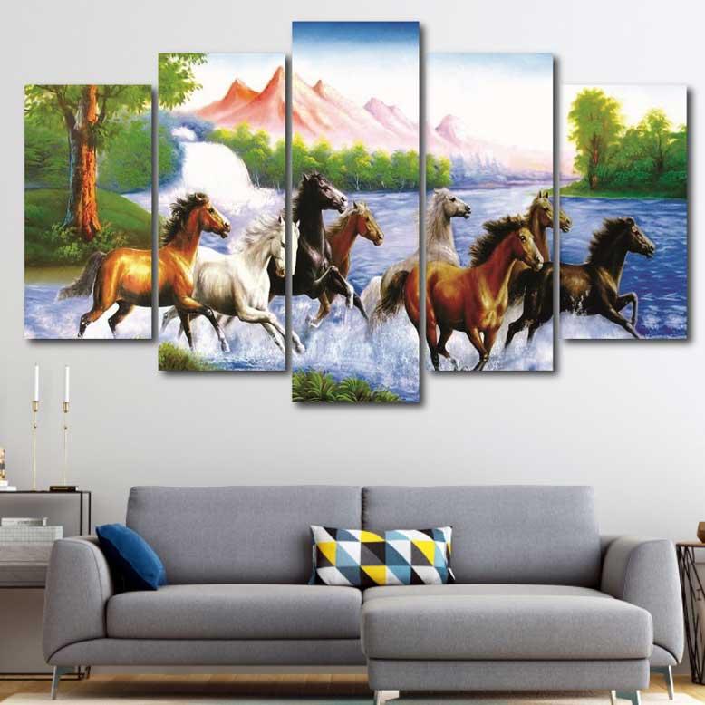 Dòng tranh phong cảnh đẹp hợp phong thủy được nhiều người lựa chọn cho phòng khách