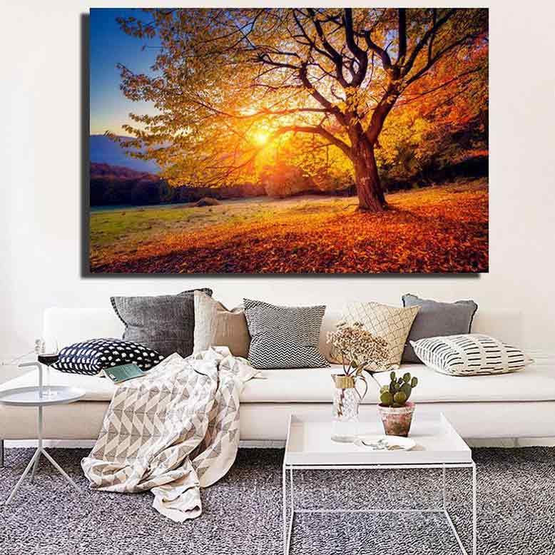 Tranh phong cảnh đẹp vào mùa thu giúp không gian trở nên yên bình và ấm áp