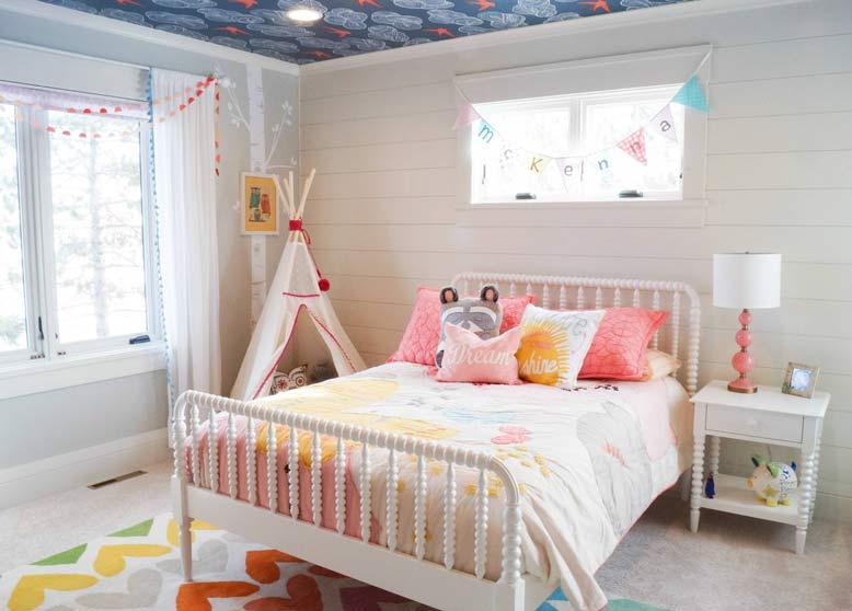 Thiết kế phòng ngủ cho bé gái với tông hồng cam