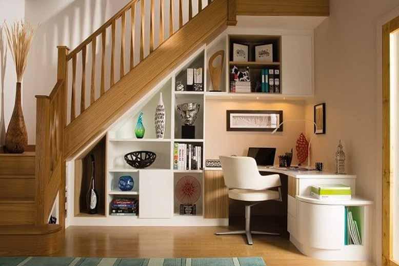 Tủ trang trí kết hợp bàn làm việc cho nội thất thông minh ở gầm cầu thang