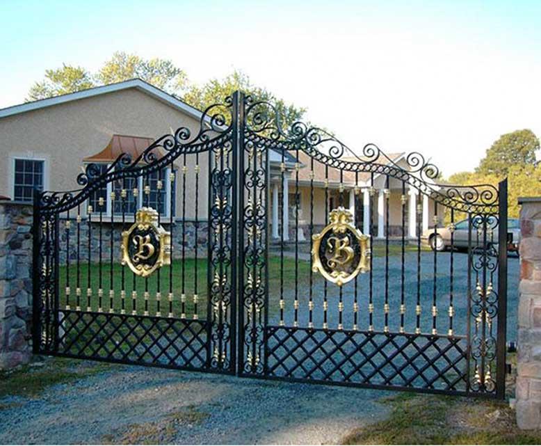 Cổng nhà giúp cho ngôi nhà được an toàn hơn