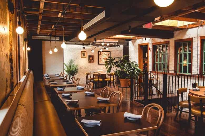 Thiết kế nội thất nhà hàng phong cách Hàn Quốc tông màu gỗ nâu