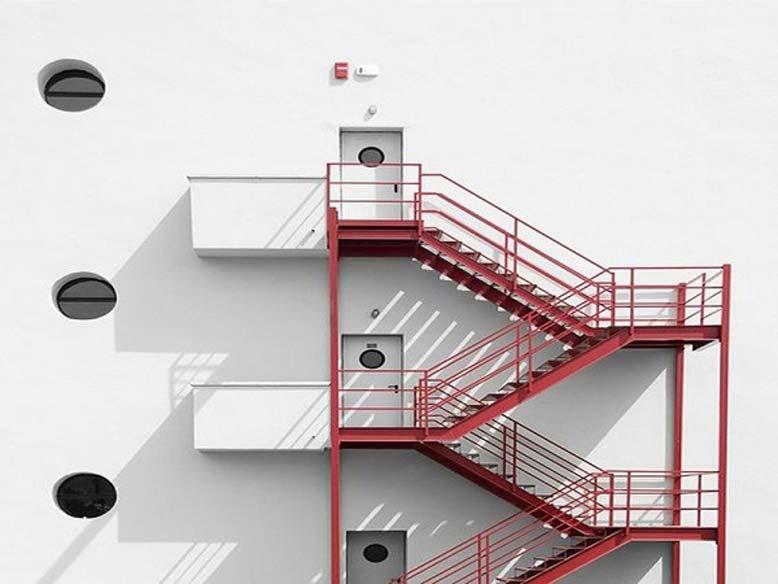 Những tiêu chuẩn về thang thoát hiểm mà bạn nên biết