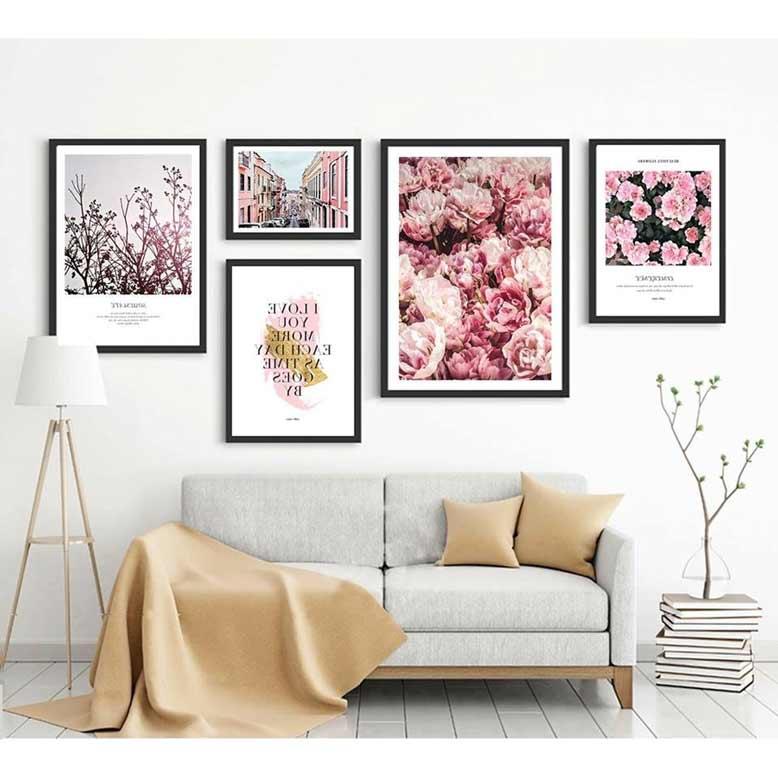 Mẫu tranh treo tường phòng khách với hoa hồng kết hợp cảnh quan