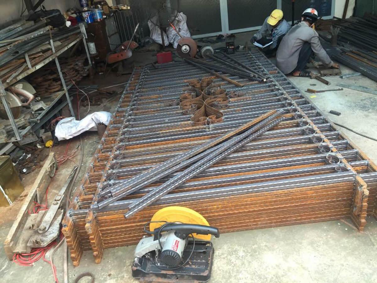 Xưởng cơ khí sắt thép, Inox
