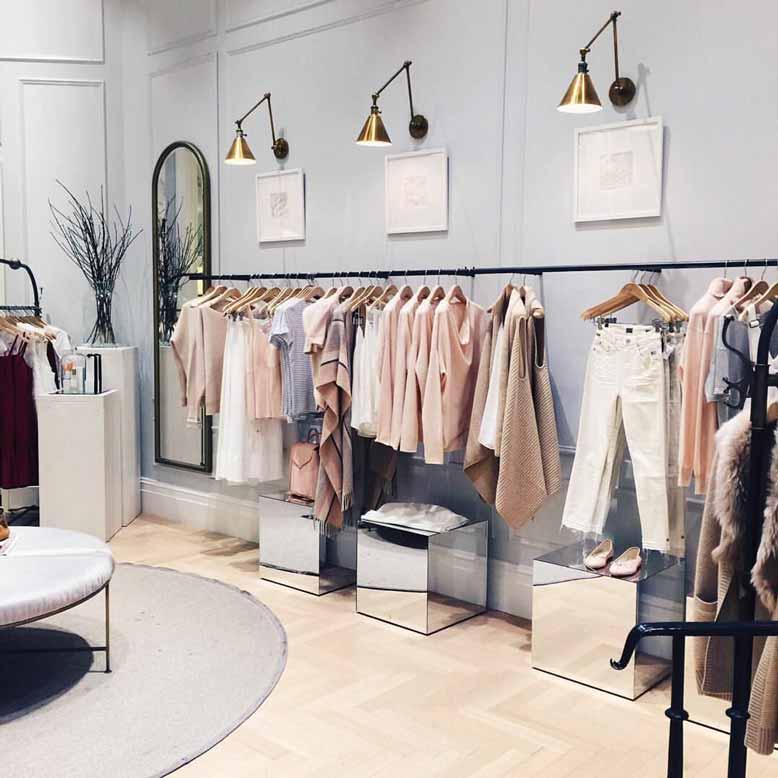 Gợi ý cách thiết kế shop quần áo đơn giản và nhẹ nhàng