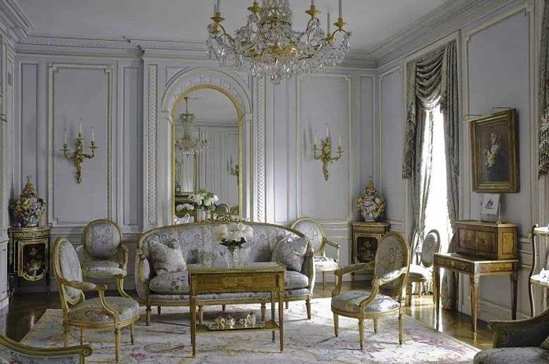 Các chi tiết trang trí lộng lẫy không thể thiếu trong thiết kế nội thất chung cư cổ điển