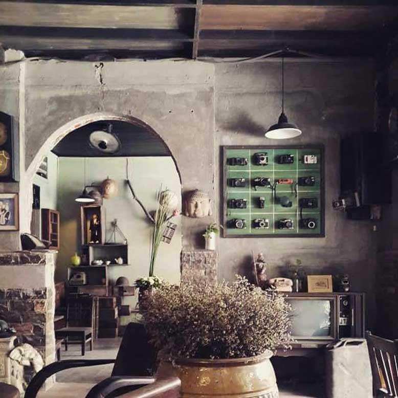 Quán cafe phong cách cổ điển luôn sử dụng những món đồ trang trí của các thập niên trước