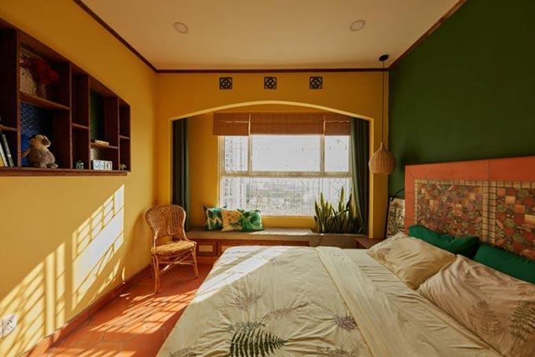 Phòng ngủ với những gam màu ấm nóng hài hòa, bắt mắt của phong cách Đông Dương