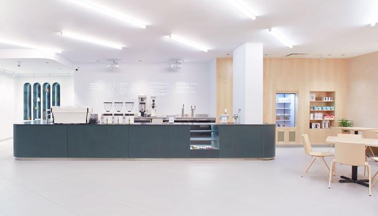 Thiết kế quán cafe phong cách tối giản thường sử dụng các gam màu trung tính hay màu trắng