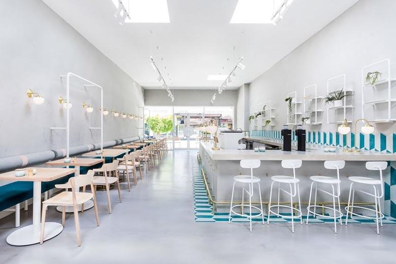 Sự tối giản trong phong cách thiết kế thi công quán cafe mang tới cảm giác nhẹ nhàng nhưng không hề đơn điệu