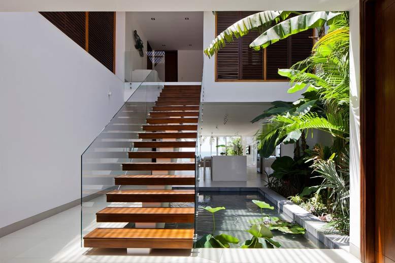 Tổng hợp các mẫu cầu thang ngoài trời nhà đẹp năm 2021