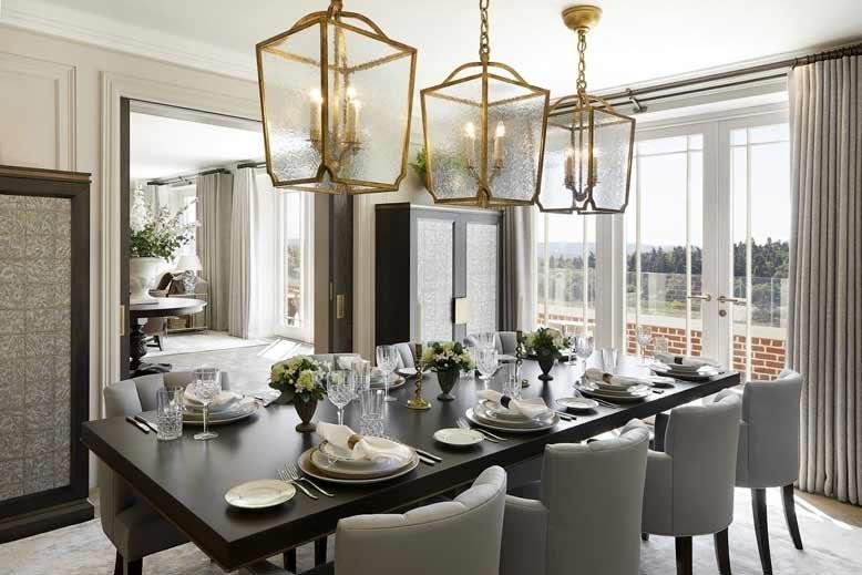 Đèn trần tạo điểm nhấn giúp không gian nhà bếp trở nên ấn tượng, độc đáo.