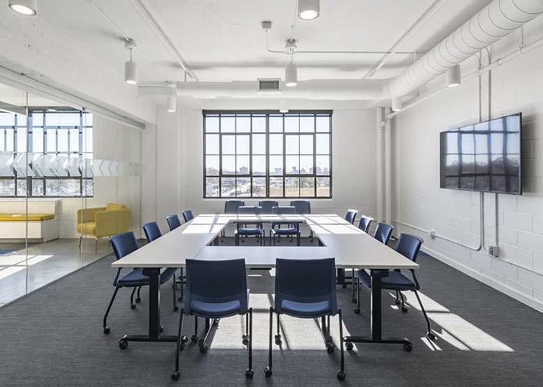 Thiết kế nội thất phòng họp với diện tích phù hợp với số lượng nhân sự