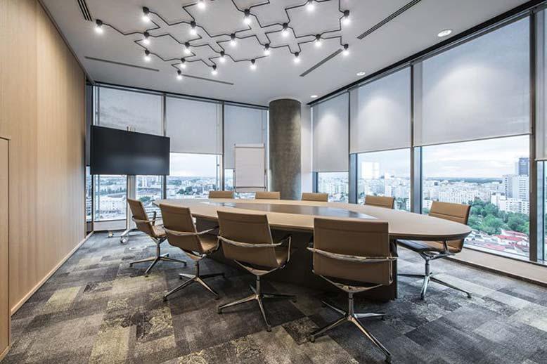 Thiết kế nội thất phòng họp cần có những món đồ cơ bản như bàn, ghế, máy chiếu, bảng,...